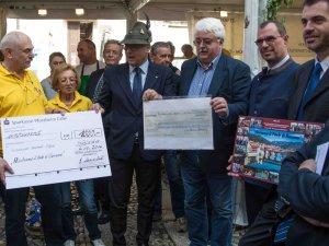 Spendenübergabe an Sindaco Riccardo Poletto