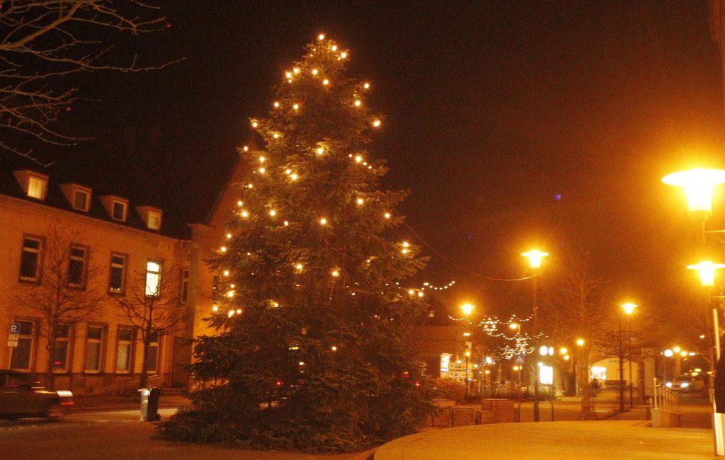 Weihnachtsbaum am Bahnhof Mühlacker