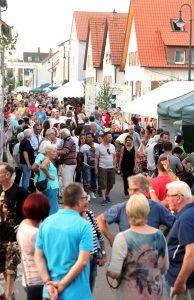 Dichtes Gedränge in der Waldenserstraße wie schon lange nicht mehr: Straßenfest 2016
